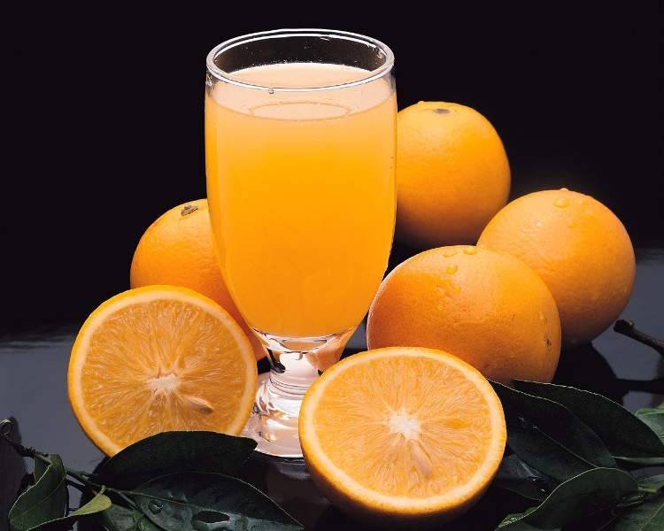 http://www.qassimy.com/up/users/qassimy/how-to-make-Orange-juice-benefits-oranges.jpg