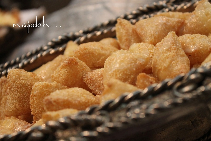 http://www.qassimy.com/up/users/qassimy/picture-of-how-to-make-halawiyat-semolina-puff-pastry-sweets-easy-arab-food-recipes.jpg