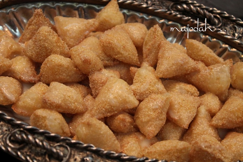 http://www.qassimy.com/up/users/qassimy/picture-of-how-to-make-halawiyat-semolina-puff-pastry-sweets-easy-arab-food-recipes2.jpg