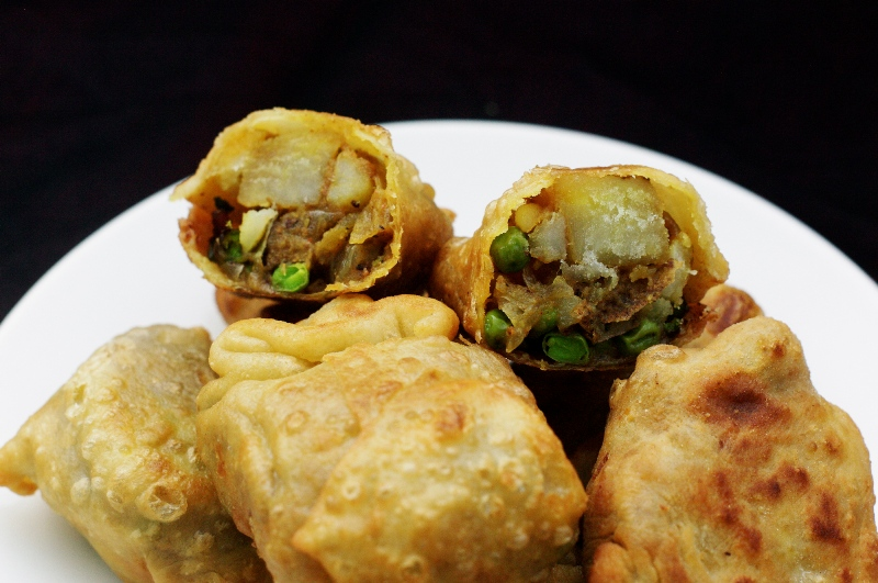 http://www.qassimy.com/up/users/qassimy/picture-of-how-to-make-indian-samosas-stuffed-with-vegetable-recipe.jpg