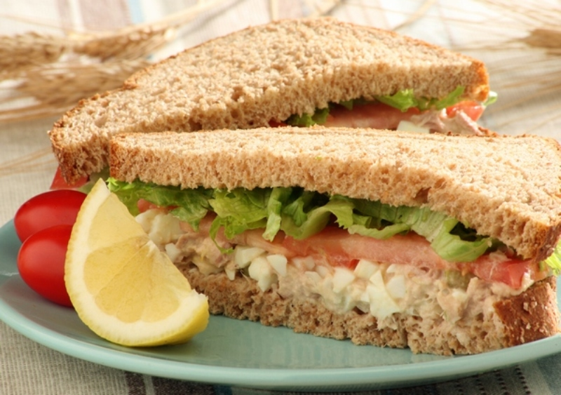 http://www.qassimy.com/up/users/qassimy/picture-of-how-to-make-tuna-sandwich-recipe3.jpg